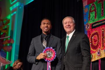Student Matthew Kinlow and President M. Duane Nellis at the Leadership Awards Gala in 2018.